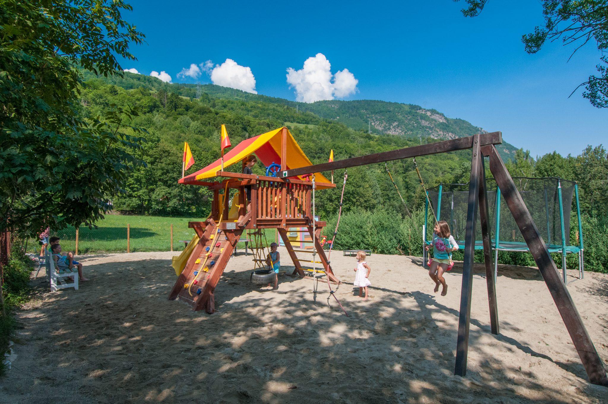 Camping en montagne avec piscine wifi for Piscine du morel